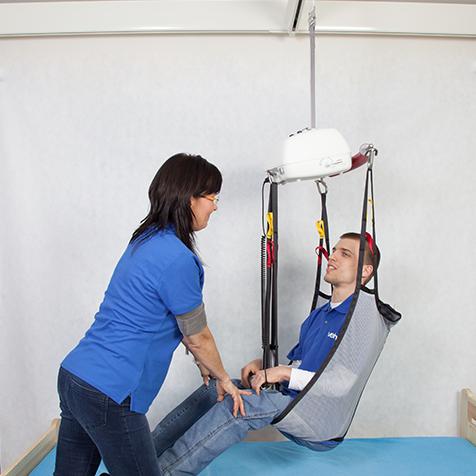 použitie stropného zdviháku pri presune imobilného pacienta